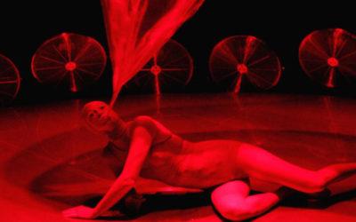 VORTEX della compagnia Non Nova, regia, coreografia e interpretazione di Phia Ménard