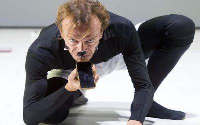 UNA GIORNATA QUALUNQUE DEL DANZATORE GREGORIO SAMSA, regia e drammaturgia di Eugenio Barba, Lorenzo Gleijeses e Julia Varley